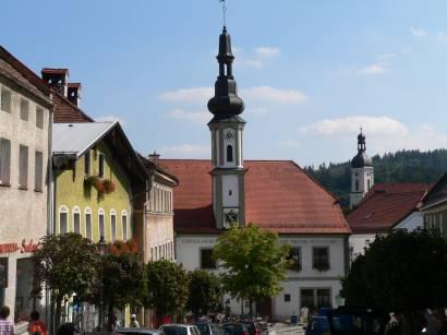 bad-kötzting-bayerischer-wald-innenstadt-historisches-altes-rathaus-eisdiele