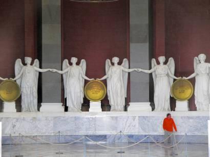 befreiungshalle-kelheim-innen-fotos-statuen-engel