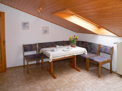bethke-ferienwohnung-familienreisen-deutschland-esszimmer