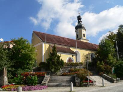 blaibach-bayerischer-wald-kirche-pfarrkirche-kirchen
