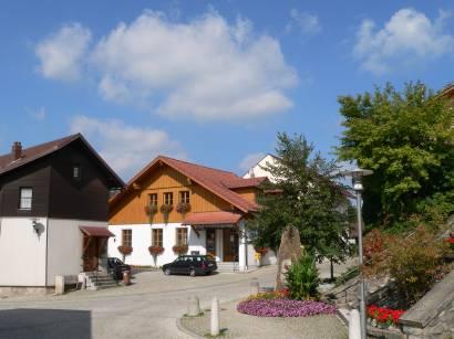 blaibach-bayerischer-wald-ortschaft-kirchplatz