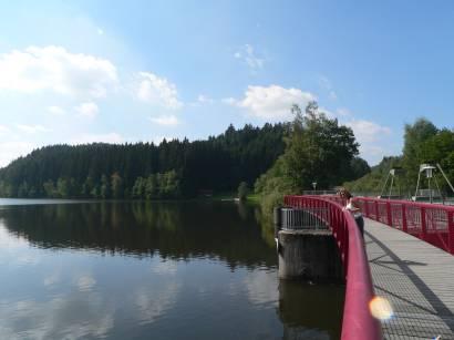 blaibacher-see-ausflugsziel-stausee-kraftwerk-staustufe-bayern