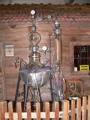 böbrach-gläserne-destille-bärwurz-brennerei-destilieranlage