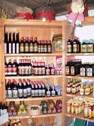 böbrach-gläserne-destille-bärwurz-verkauf-schnaps-laden-auswahl