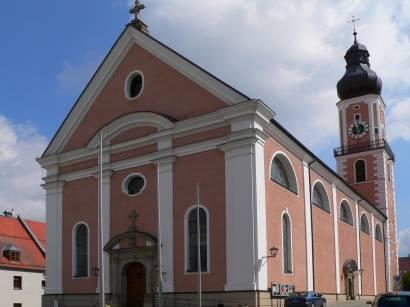 cham-bayerischer-wald-stadt-kirche-pfarrkirche