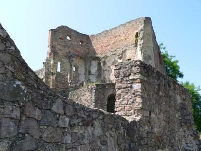 donaustauf-ort-ausflugsziele-sehenswertes-burgruine-historisches-bauwerk