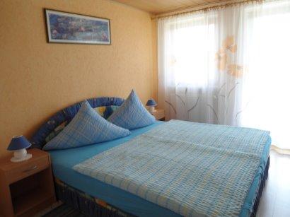 ferienwohnung-boebrach-schlafzimmer-doppelbett