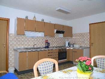 ferienwohnungen-bayerischer-wald-tschechien-waldmuenchen-wohnzimmer-tisch