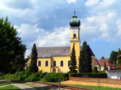 frauenau-ausflugsziel-ort-kirchen-bayern-bayrischer-wald