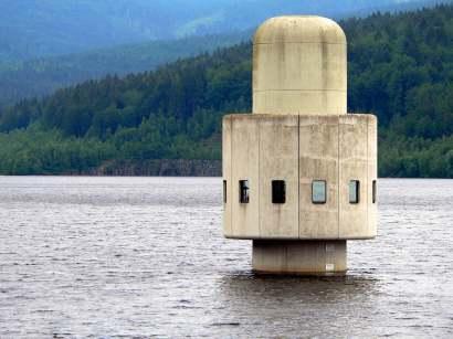 frauenau trinkwassertalsperre Wasserentnahmeturm zur Fernwasserversorgung