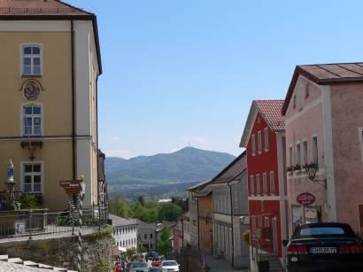 furth-im-wald-bayerischer-wald-stadt-ausblick-bayerwald-berge