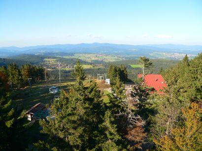 Aussichtsturm hinter der Bergstation am Geisskopf