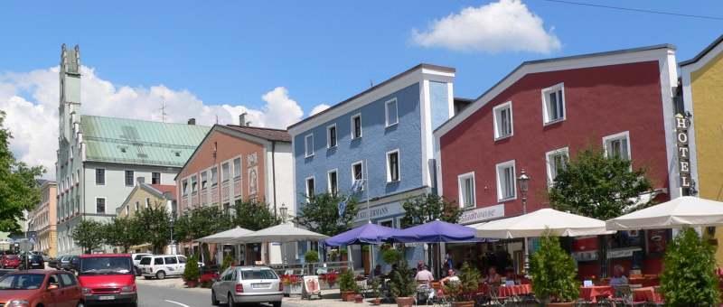 grafenau-sehenswertes-stadtplatz-rathaus-ausflugsziele-panorama