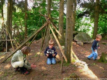 guenstige-reisen-mit-kindern-in-bayern-picknick-im-hof