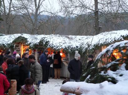 hexenacker-christkindlmarkt-glüchwein-buden-bayern