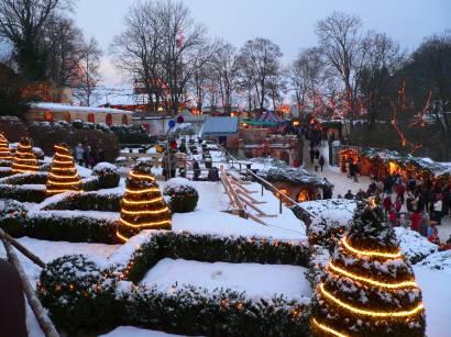 hexenacker-romantischer-weihnachtsmarkt-weihnachten-lichterketten