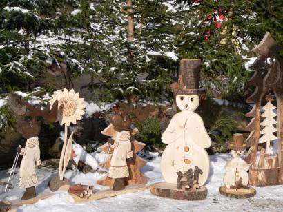 Hexenacker Weihnachtsmarkt in Bayern Handwerker Holzfiguren-holtschnitzereien