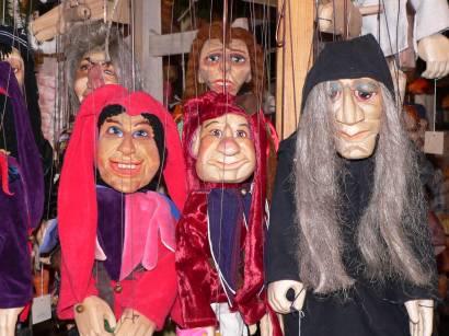 hexenacker-weihnachtsmarkt-puppen-hexen-figuren-marionetten