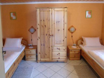 Doppelzimmer mit zwei Betten