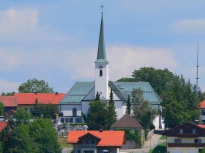 hohenau-bayerischer-wald-ausflugsziel-pfarrkirche-ort