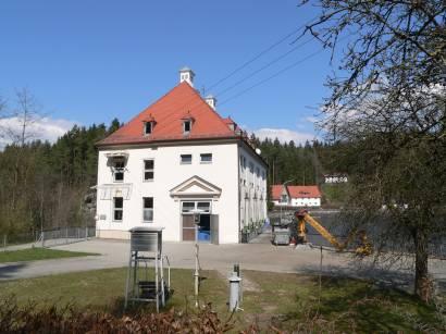 höllenstein-kraftwerk-see-stomerzeugung-wasserkraft