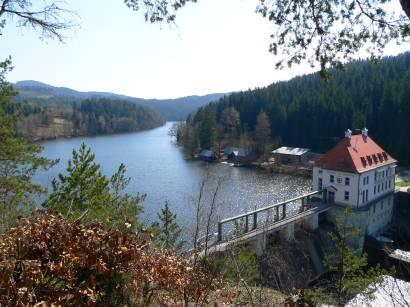 höllensteinsee-kraftwerk-bayern-bilder