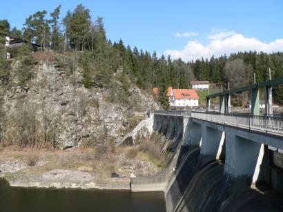 höllensteinsee-viechtach-bad-kötzting-stausee-bayern-staumauer