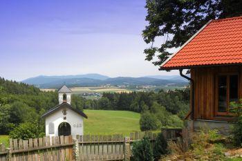 holzchalet-ferienwohnungen-urlaubshuetten-bayern-landschaft-ausblick