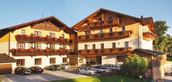 Wellness hotel bei regen winterurlaub am geisskopf gasthof for Pension weber