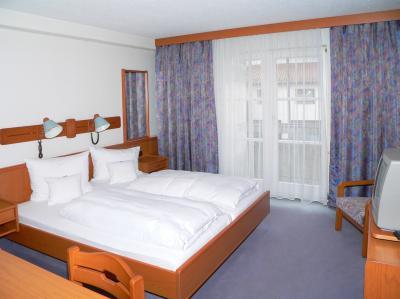 hotel-schlosspark-barrierefrei-zimmer-sat-tv-bayerwald