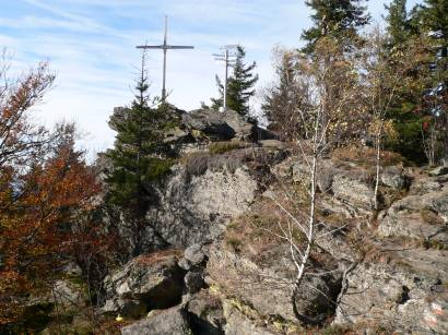 Kreuzfelsen am Kaitersberg 999 m hoch mit Gipfelkreuz