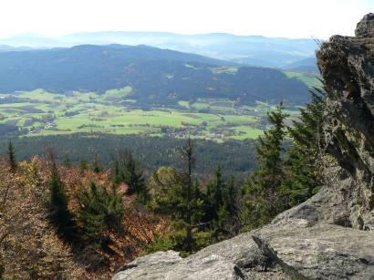 Fernsicht und wunderbare Aussicht vom Kaitersberg auf Bad Kötzting und die Bayerwald Landschaft