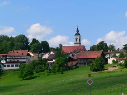 kirchdorf-bayerischer-wald-ausflugsziele-ortschaft-ansicht