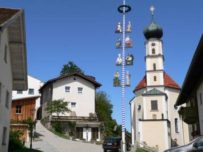 kollnburg-bayerischer-wald-sehenswertes-kirche-mai-baum