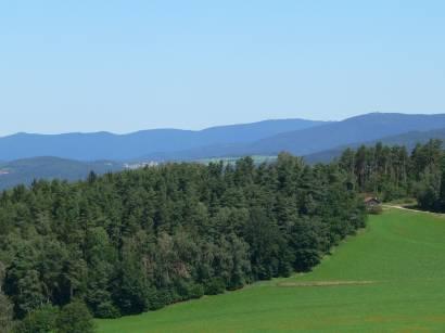 kollnburg-burgruine-bayerischer-wald-aussichtspunkt-bayerwald-landschaft