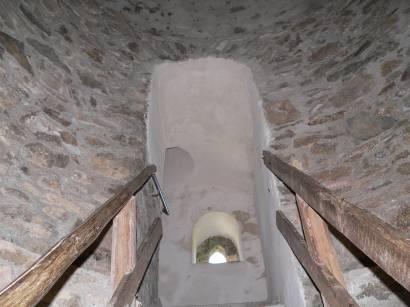kollnburg-burgruine-bayerischer-wald-burgtum-treppe-aufstieg