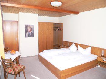 pension regensburg cham pension zimmer mit fr hst ck halbpension. Black Bedroom Furniture Sets. Home Design Ideas