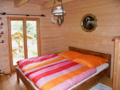 naturholzhaus-ferienwohnung-ferienhaus-deutschland-schlafzimmer