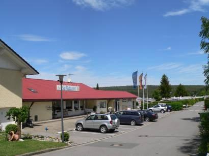 Parkplatz vorm Seebad, Gaststätte & Campingplatz - Neubäu See-Restaurant Campingplatz
