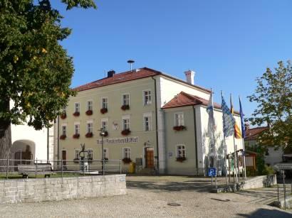 neukirchen-beim-heiligen-blut-rathaus-touristinfo