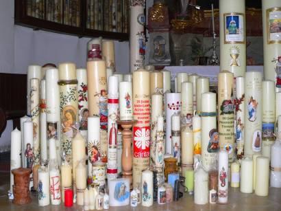 Die vielen Kerzen die von dankbaren und gläubigen Menschen auf ihren Marienwallfahrten gestiftet wurden