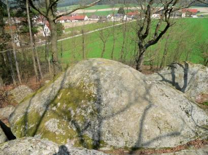 neunburg-druidensteine-mystische-opfersteine-bayern