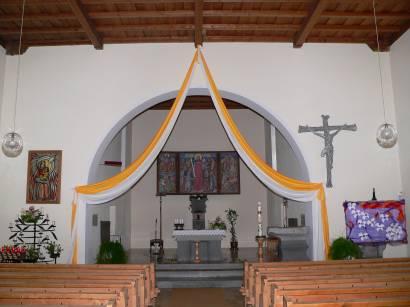 neureichenau-bayerischer-wald-ausflugsziele-kirche-innen-altar