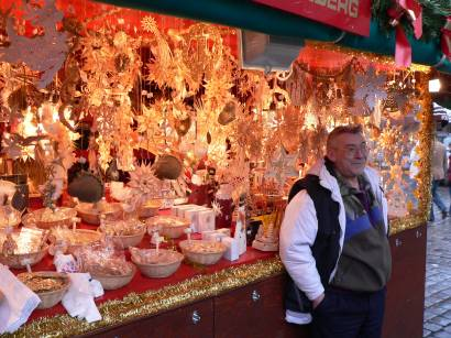 nürnberg-christkindlesmarkt-weihnachtsbuden-stände