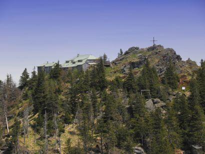 Berg Gipfel Großer Ossers Osserschutzhütte vom Waldvereins, während der Sommermonate bewirtschaftet Übernachtung