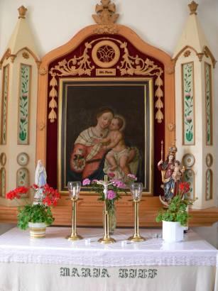 Der Altar ist ein naturgetreues Abbild des alten Altars auf dem Tussetberg