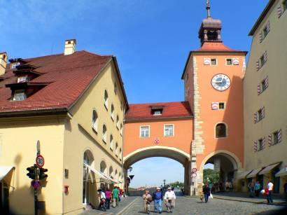 regensburg Brückturm und Brücktor zur steinernen Brücke - Turm mit Museum und Aussichtspunkt