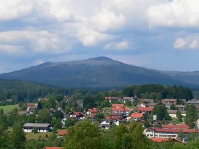 riedelhütte-bayerischer-wald-ausflugsziel-ort-bayerwald-berge
