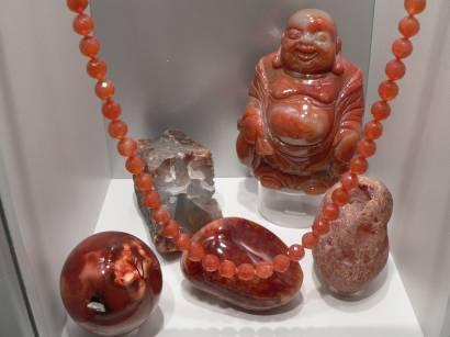 Schmuck, Ketten, Anhänger aus Edelsteinen im Riedenburg Kristallmuseum