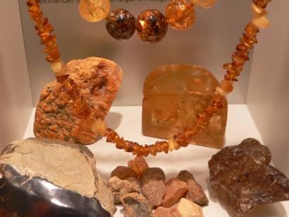 riedenburg-kristallmuseum-bernstein-schmuck-bilder